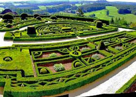 détail du jardin de Château de Hautefort en Dordogne ; parcs et jardins contemporains depuis 1980 - Professionnels A Domicile