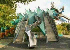 tobogans au parc de la villette à Paris ; parcs et jardins contemporains depuis 1980- Professionnels A Domicile